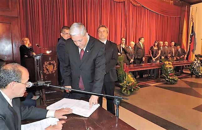 Javier Medina presidente saliente y Ricardo Márquez en el acto de traspaso de responsabilidades.