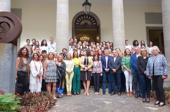 Foto de Grupo en el Parlamento de Canarias.