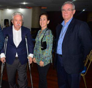 Cándido Rodríguez, secretario general PSOE en Venezuela y exsenador por Ourense; Gladys Roquett de Rodríguez, y Carlos Carreira, secretario general de la Agrupación Galaica.