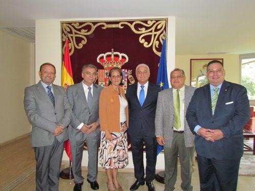 Juan Santana, Josep Malén, Mª Celsa Nuño, cónsul general; el galardonado, Carlos Luis Doallo, Roy Rengifo, presidente del Centro Hispano Venezolano del estado Aragua; y Richard Barreiro, cónsul honorario de España en el estado Anzoátegui.