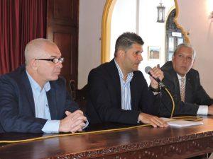 Delegado del Gobierno canario en Caracas, director general de Relaciones Exteriores y presidnete del HCV en el encuentro con directivos de entidades.