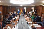 Ángel Víctor Torres pide a representantes de cabildo y ayuntamientos reajustes sobre los recursos del Fondo de Desarrollo de Canarias